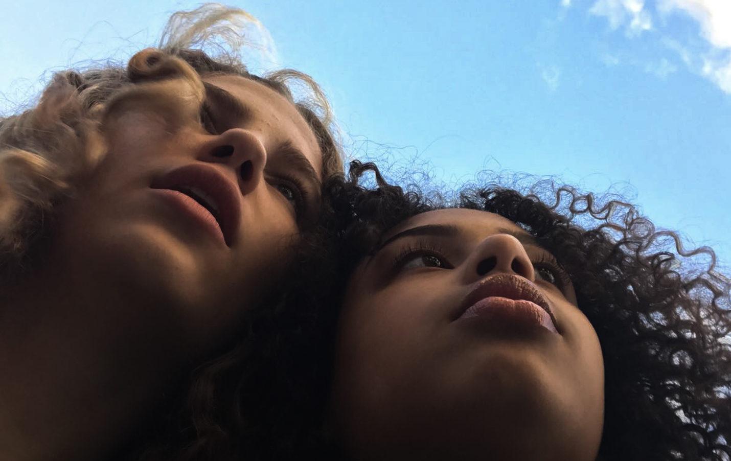 Leïla sème des graines pour les jeunes